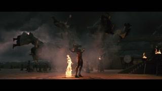钟馗在道士们的围攻下终于变身为黑魔怪