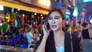 暴走狂花:师生三人乐玩泰国 高老师独闯酒吧被骚扰