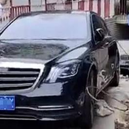 郑州奔驰堵车库致多车被淹