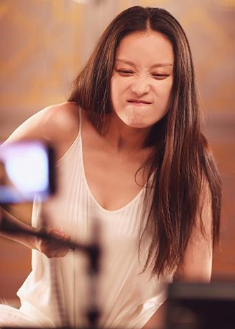 《2017最美表演》倪妮制作特辑 素颜上镜鬼马小表情超可爱