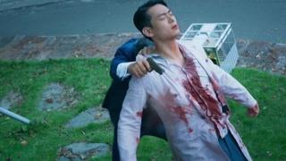 丧心病狂!刑警女儿追捕父亲,逃亡中父亲竟拿哥哥的身体挡子弹!