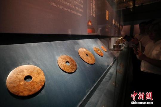 """玉器显示的五千年文明展""""在故宫博物院开幕"""