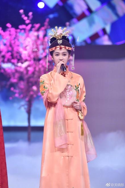 组图:关晓彤化身《红楼梦》王熙凤 穿越时空对话经典