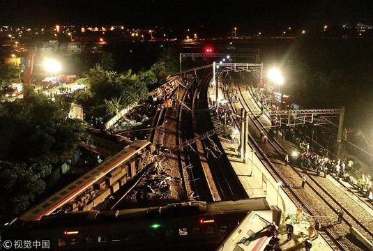 台湾一列车脱轨致多人死伤 为台铁37年来最严重事故