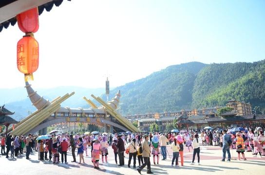 博士返乡:赣南春节龙狮戏 客家围屋宗祠祭