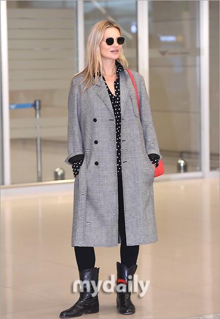 組圖:超模凱特摩絲素顏抵韓國機場 將出席首爾時裝周