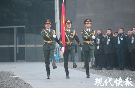 南京大屠杀遇难同胞纪念馆下半旗