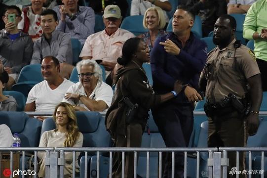 邁阿密賽克耶高斯和球迷爭執