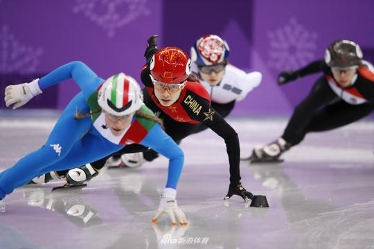 新浪直击短道速滑女子500米 范可新曲春雨晋级