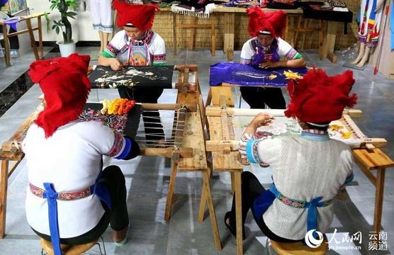 从民族村落走向国际舞台 云南砚山民族刺绣放光彩