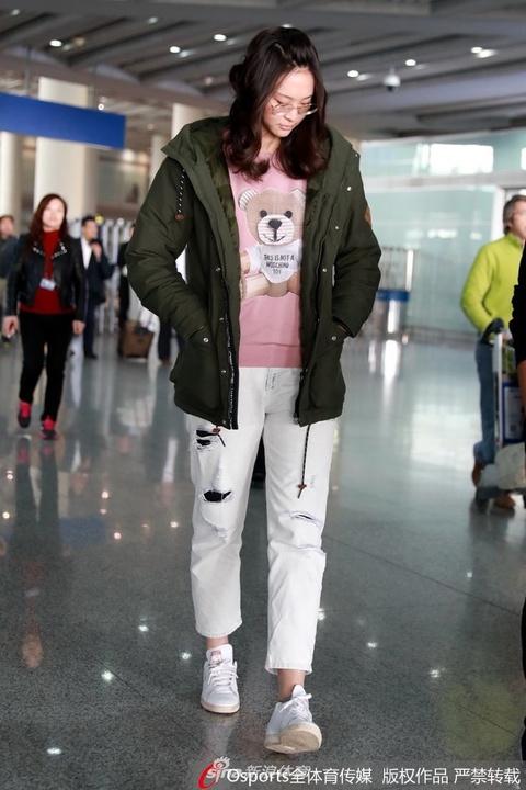 惠若琪现身北京机场心情愉快