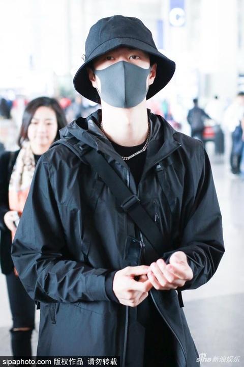 組圖:王一博現身北京機場 戴漁夫帽少年感滿滿