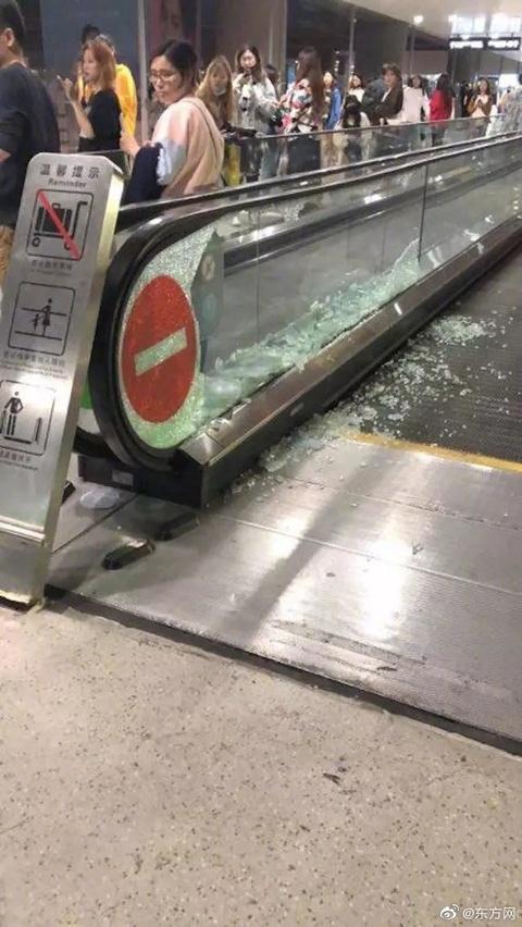 太可怕!上海虹桥机场玻璃被追星粉丝挤碎