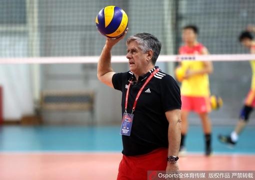 世界男排联赛中国vs阿根廷 队员赛前热身积极备战