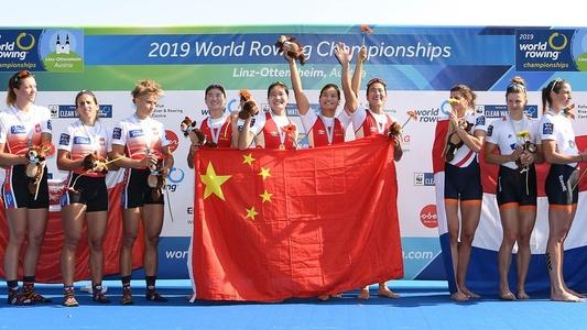 赛艇世锦赛中国女四人双桨夺金