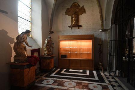 匪徒夜袭法国世遗教堂 藏品被盗损失难以估量