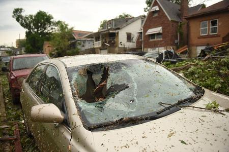 猛烈龙卷风横扫美国密苏里州 居民损失惨重