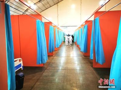 """菲律宾版彩虹色""""方舱医院""""充满希望 中国专家赞专业"""