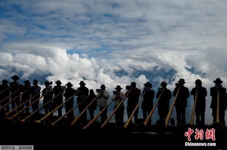 阿尔卑斯长号节 200名演奏者齐奏雪山天籁之音