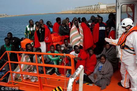 8艘难民橡皮艇在直布罗陀海峡被拦截