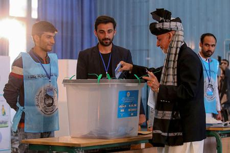 阿富汗总统选举投票结束 计票工作同时开始