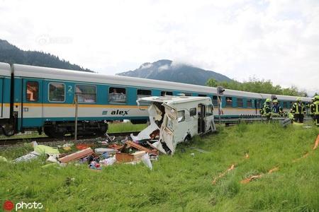 不幸中的万幸!德国一房车与火车相撞,致一人轻伤