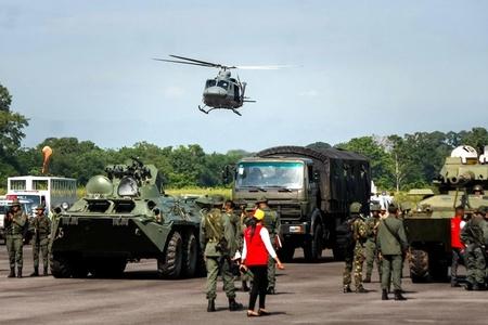 防范哥伦比亚进犯 委内瑞拉在边境练兵
