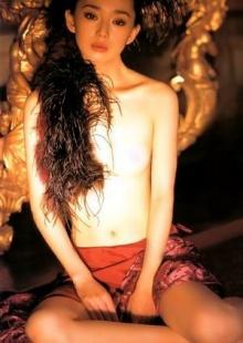 美女叶月里绪菜全裸秀出的 魔性之女