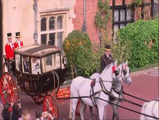 英国女王孙女婚礼 公主是这样上马车的!