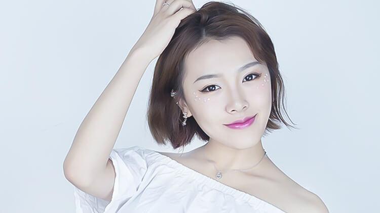 粉嫩可爱的日系亮片妆