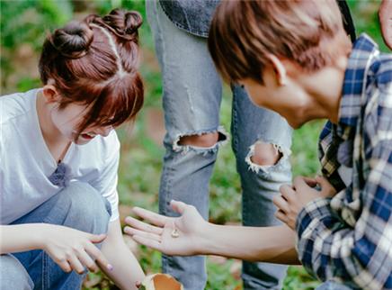 第9期:林彦俊火箭少女吃竹虫