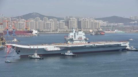国产航母首次进行横向补给作业