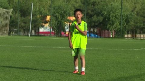 踢球吧!少年强之白余涛技术全面获赞 张航鸣圆梦俄罗斯世界杯