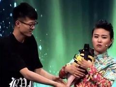中国达人秀冠军重返舞台 火锅妹模仿韩磊成名