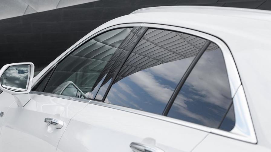 越来越多的车配有隐私玻璃,为什么只配后排不配前排?里面学问大