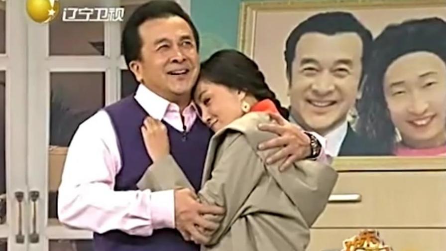 整容老婆给了个拥抱,黄宏高兴半天,像搂着别人老婆