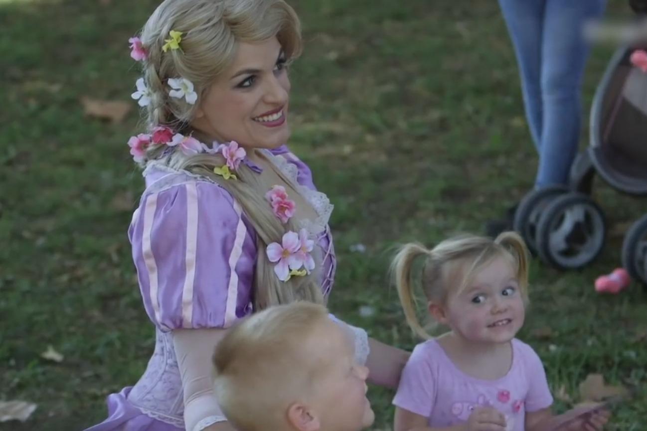 迪士尼公主扮演者一天,这份工作虽然快乐但也不容易啊