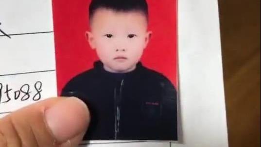 拍证件照都这么皮的小孩 是难得的奇才啊