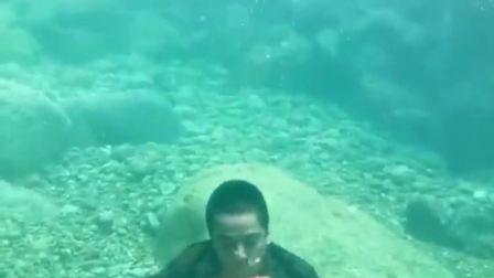 农村最牛的男人,水底下居然能吃西瓜,至今无人做到