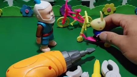 老爷爷帮忙修好了乔治的自行车,老爷爷的手艺真好,乔治可喜欢了