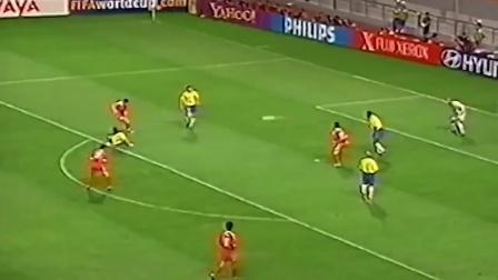 新的是国足第一次参加2002年韩日世界杯,展示了中国足球,