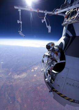 太空惊险跳剧照